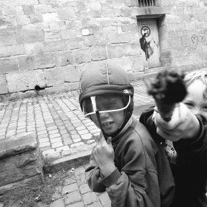 Tuebingen, Clinicumsgasse, spielende ACTION-MEN 2.9.96/Bild groebe